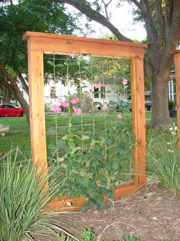 Gardens ideas nature privacy fence garden trellis for Wooden garden screen designs